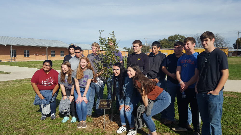 Senior Class Dedicates Tree to Terry Schueling