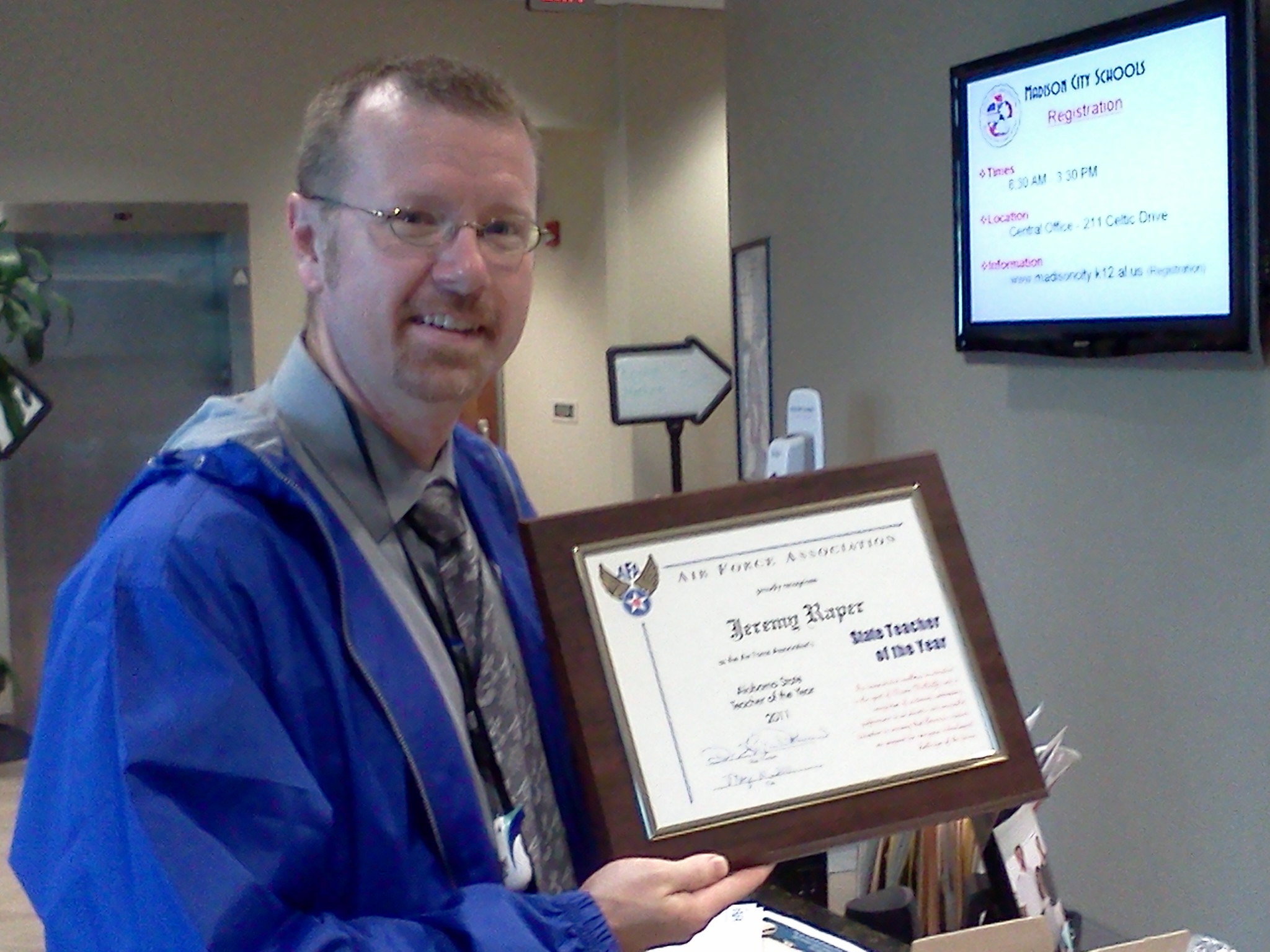 Mr Raper receiving the Air Force Association teacher award