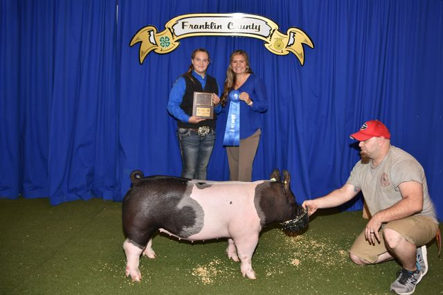 Intermediate Showmanship Champion Gracie Minyard