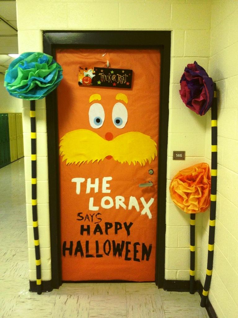 Williamsburg independent school latest news door decoration contest